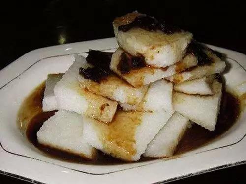 吃蜂蜜涼粽子