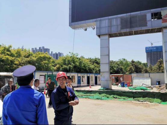 减量提质 精细管理 高新城管整治规范广告牌匾助力十四运和国家中心城市建设步伐