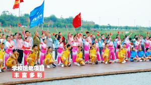 阎良区西飞四小师生石川河畔引吭高歌《我和我的祖国》